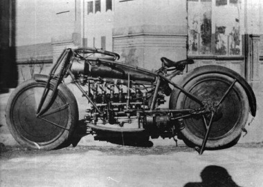 An unkown prototype from Spain - perhaps the first six cylinder motorcycle! The machine.jpg
