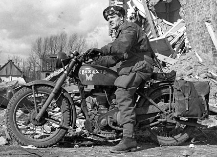 MotorcycleNorton_Model_1G-H_1_CanParaBnCProC_Coesfeld_Germany_30_March_1945._Library_and_Archives_Canada_Photo_MIKAN_No._3588776.jpg
