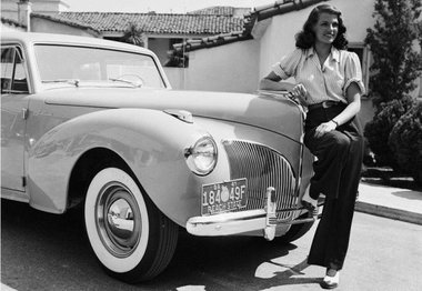 1941.-American-screen-beauty-Rita-Hayworth-1918-1987-poses-beside-a-Lincoln.2-e1473238790344.jpg